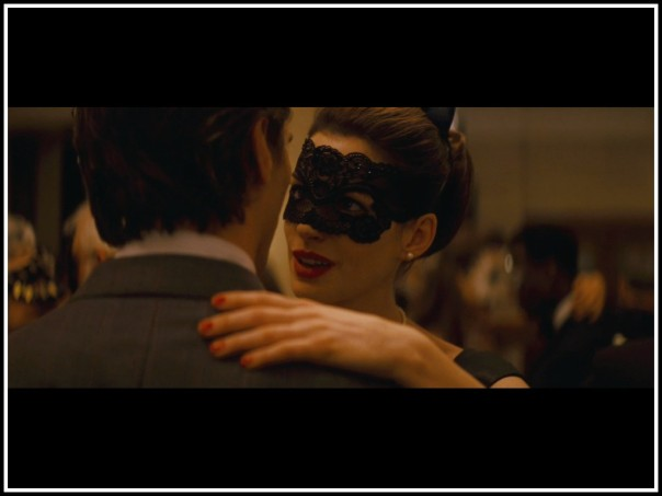 anne-hathaway-as-selina-kyle-in-the-dark